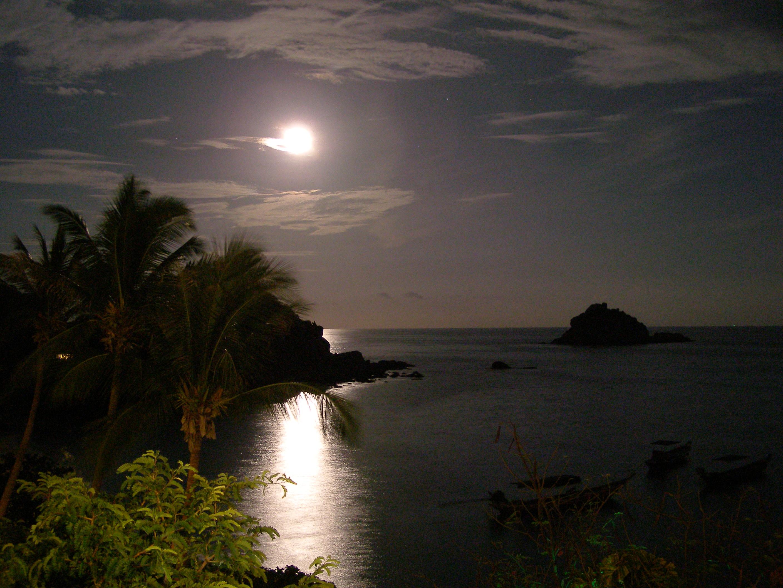 Koh Tao in moon-light
