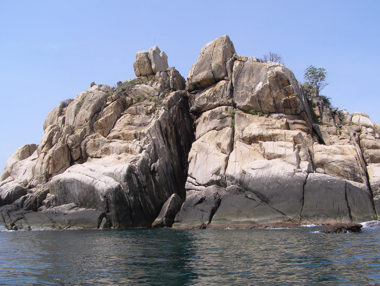 Typical rocks on Koh Tao