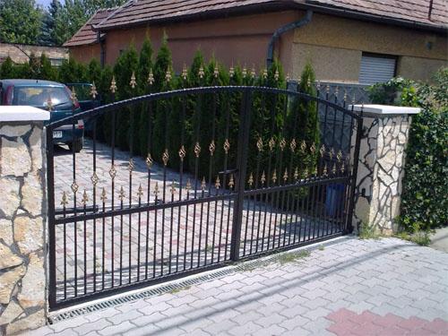 kovácsolt vas kapu